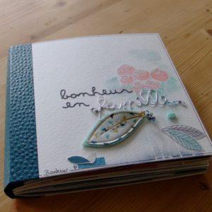 Tutoriel mini-album Bonheur en famille scrapbooking scrap Couleurs-en-folie aquarelle crème de wepam pochoirs tuto