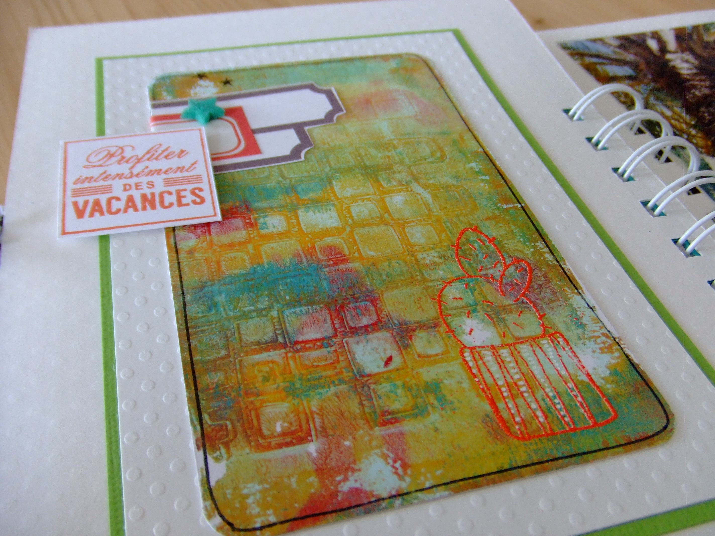 kit mini-album Ô Soleil couleurs-en-folie kits mini-albums scrap scrapbooking atelier stage lille marcq-en-baroeul gelli-plate priplak photos-de-vacances