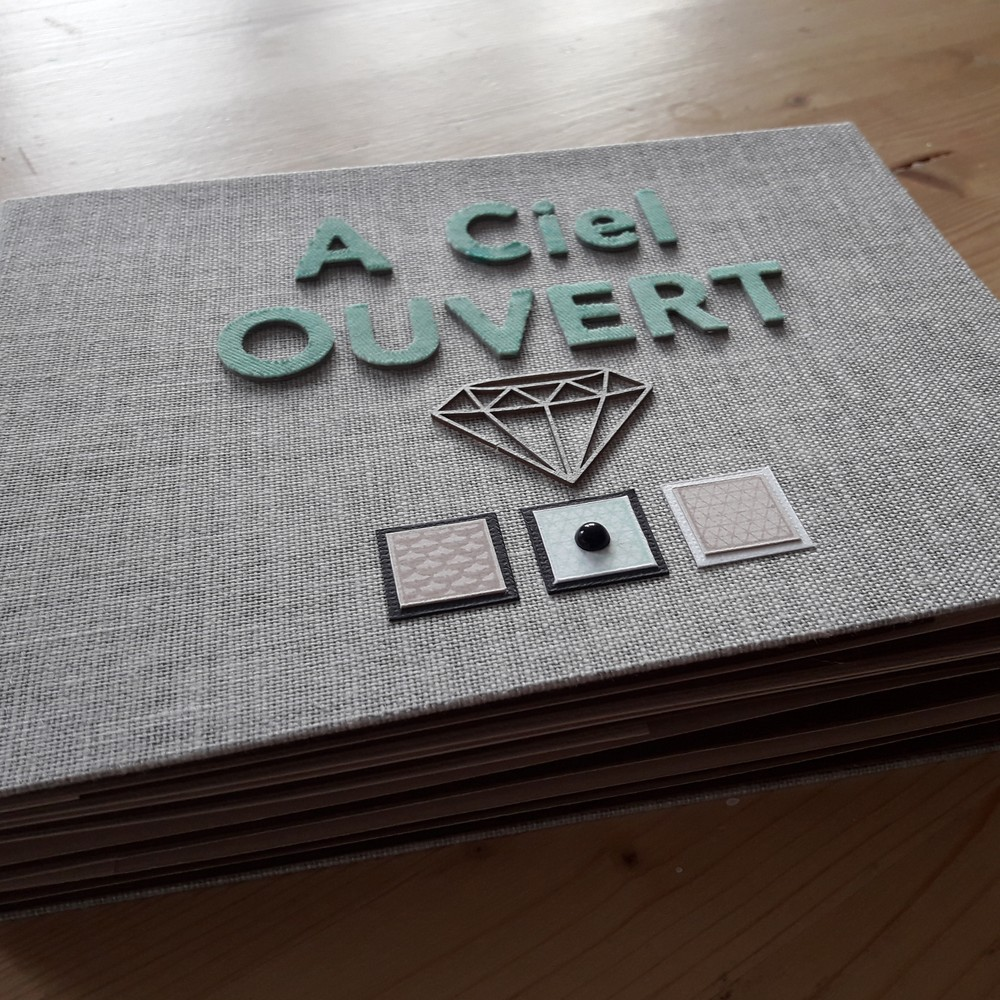 tutoriel mini-album A ciel ouvert couleurs-en-folie tuto scrap scrapbooking mini-albums tampons tutoriel photos d'art les-kits-de-couleurs-en-folie les-ateliers-de-couleurs-en-folie marcq-en-baroeul lille