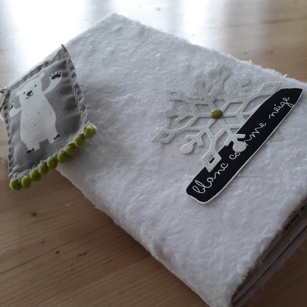 Tutoriel mini-album Blanc comme neige Couleurs-en-Folie ateliers scrap scrapbooking stage hiver naissance tampons album-photos lille marcq-en-baroeu