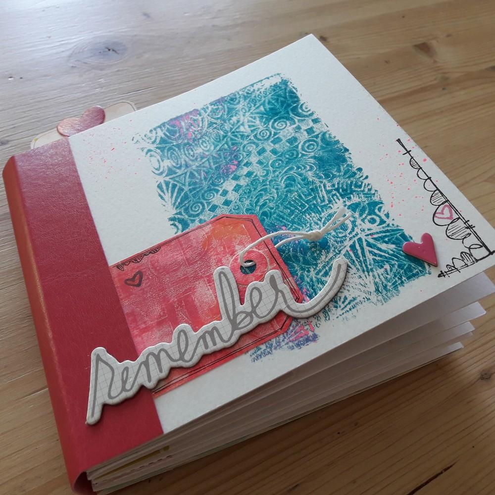 Tutoriel mini-album Remember couleurs-en-folie mini-album scrap scrapbooking fêtes anniversaire famille amis gelli-plate peinture tampons les-kits-de-couleurs-en-folie