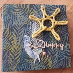 Tutoriel mini-album Be Happy Couleurs en Folie kit scrap scrapbooking les-kits-de-couleurs-en-folie les-ateliers-de-couleurs-en-folie photos vacances tampons brushos pochoirs Lille Isabelle Lafolie