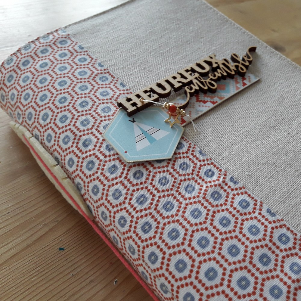 Tutoriel mini-album Heureux ensemble scrap scrapbooking les-kits-de-couleurs-en-folie ateliers encres tampons photos-de-famille or dorure lille marcq-en-baroeul