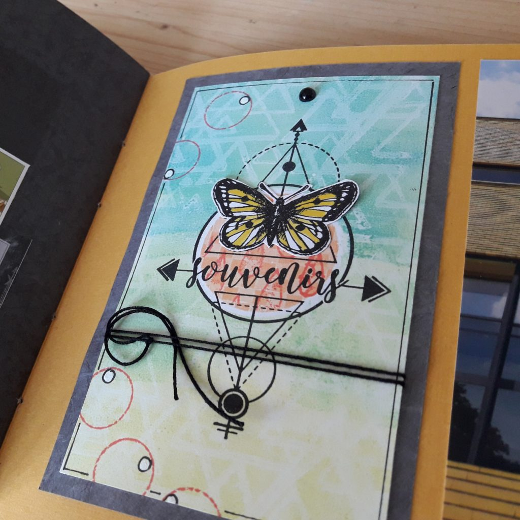 Kit mini-album Let's be happy together scrap scrapbooking les-kits-de-couleurs-en-folie ateliers encres tampons photos-de-famille lille marcq-en-baroeul scrapbook gelli-plate reliure shooting-photos nature visite jardin