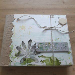 Tutoriel mini-album Havre de Paix les-kits-de-couleurs-en-folie scrap crapbooking scrapbook kit mini-album photo nature botanique encres aquarelle tampons pochoirs cuir métal