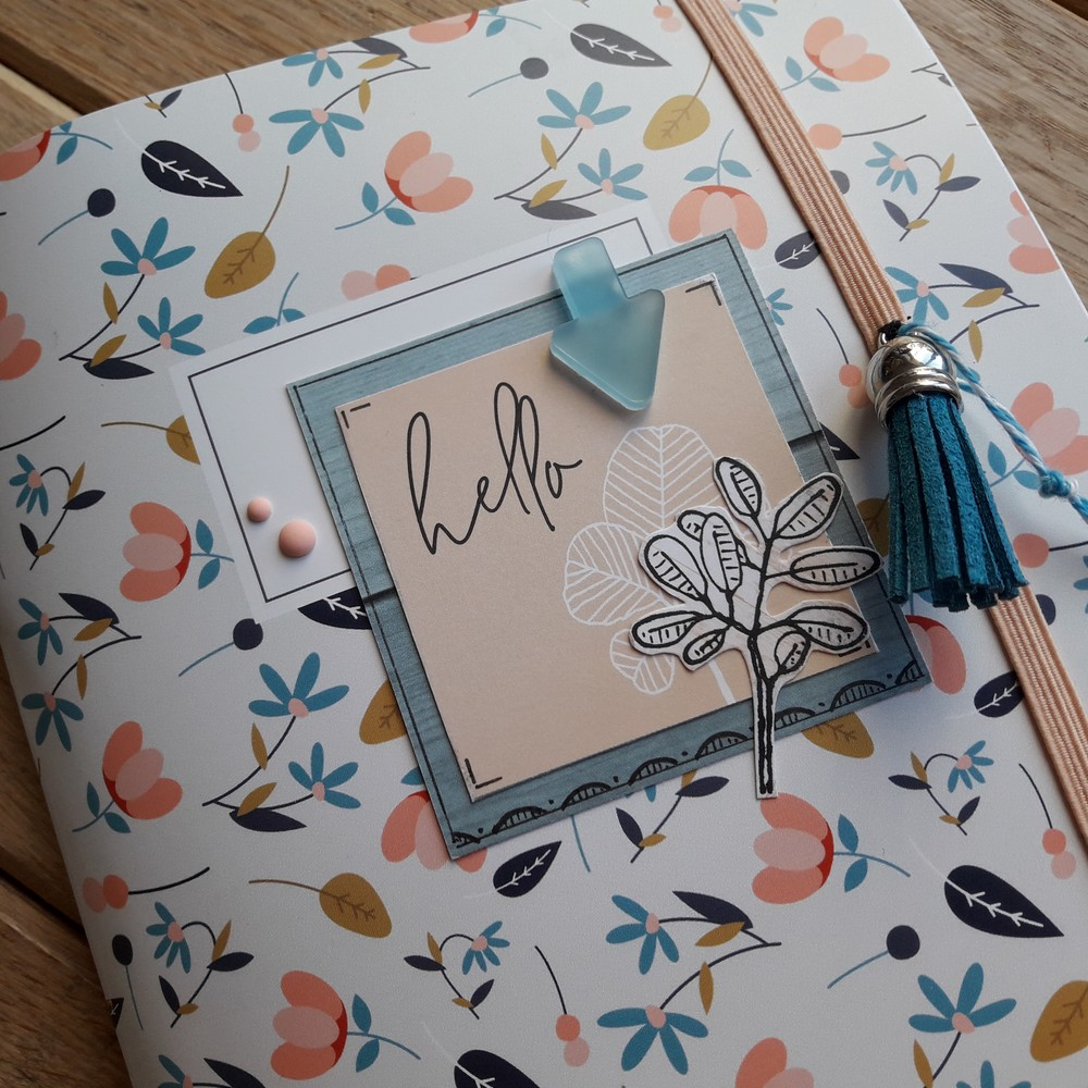 Kit mini-album Hello bullet-journal bujo kit album cahier papeterie pochoirs dessin doodling les-kits-de-couleurs-en-folie couleurs-en-folie isabelle-lafolie scrap scrapbooking scrapbook souvenirs photos stage vacances atelier