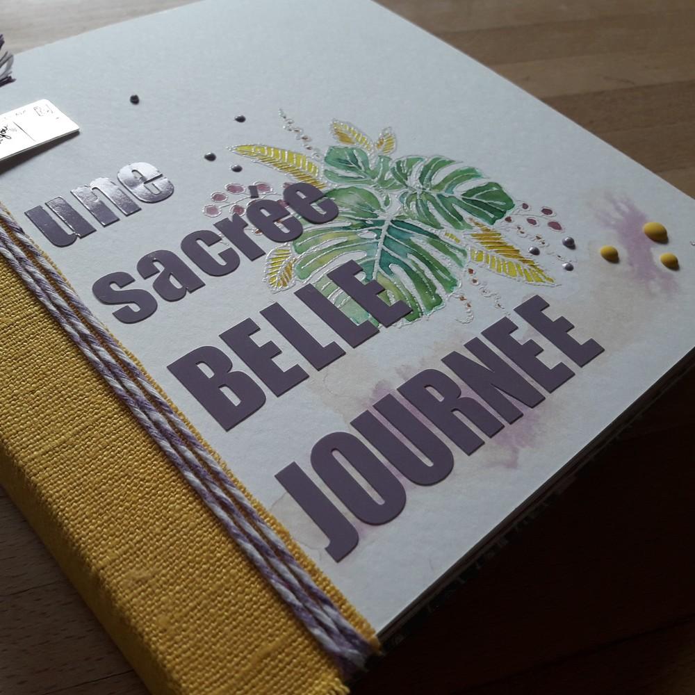 Tuto Une sacrée belle journée scrap scrapbook scrapbooking album photos souvenirs vacances kit diy aquarelle lin les-kits-de-couleurs-en-folie couleurs-en-folie ateliers tampons encres